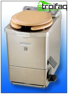 Dry closets electric toilet