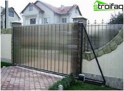 Gates made of polycarbonate