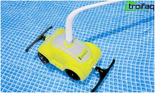 Underwater vacuum cleaner for automatic cleaning of the pool