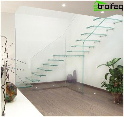 Transparent glass staircase as if dissolved in the space not too spacious hall