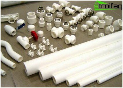 Polypropylene pipes, threaded fittings and transitions for compounds