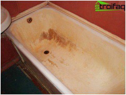 Yellowed with regular operation of a bath