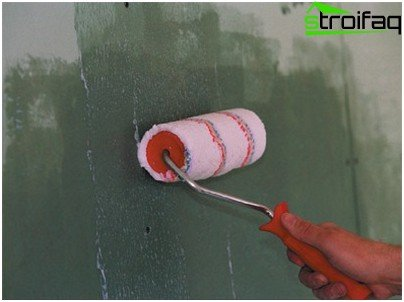 Priming the wall surface