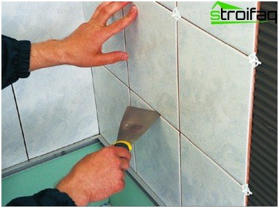 Laying tiles on the wall