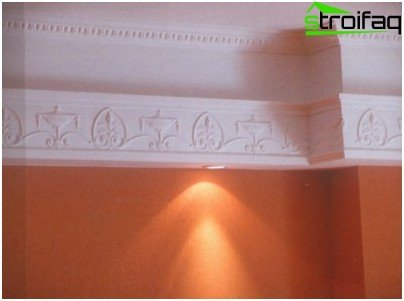 Ceiling moldings of polyurethane in the interior