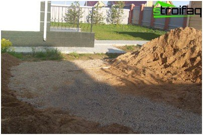 Prepare gravel-sand cushion