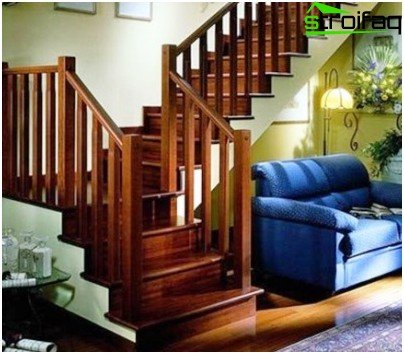 The construction of concrete stairs with wood paneling