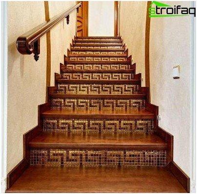 Half-floor staircase