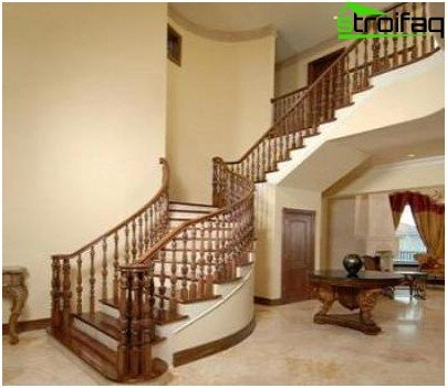 The staircase in the Empire style