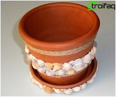 Pot with shells