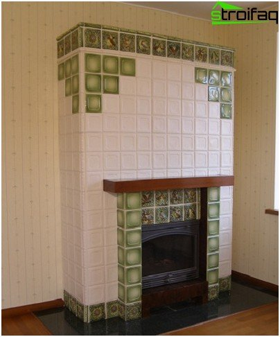Fireplace with cladding made of ceramic glazed tiles