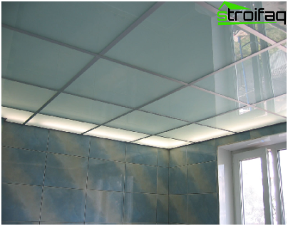 Suspended ceiling of frosted glass