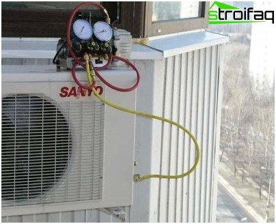 Air conditioning system evacuation system circuit