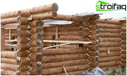 Natural insulation for walls of wooden baths