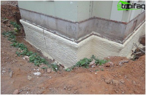 Thermal insulation with polyurethane foam foundation