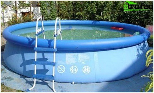 The holiday inflatable pool