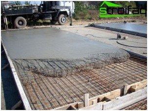 Monolithic concrete slab
