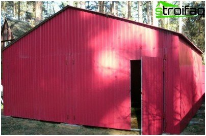 Welded garage of corrugated board