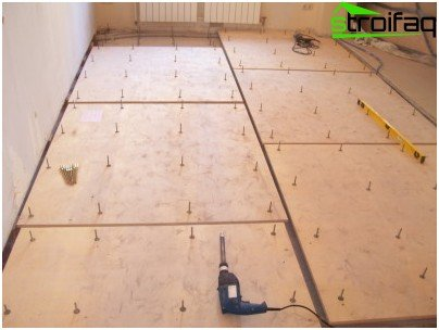 Plywood adjustable floor