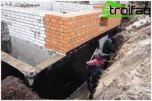 Bitumen waterproofing the basement