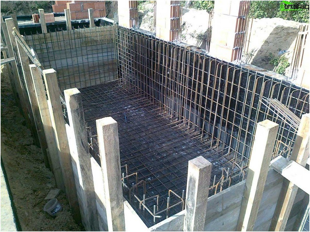 Installation of the reinforcement frame for subsequent concreting