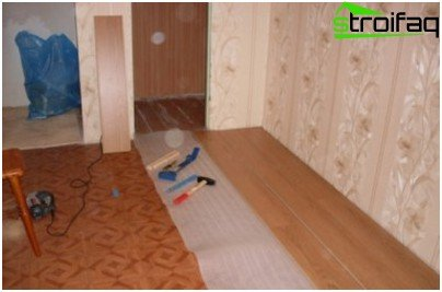 Installing laminate linoleum on advantageous and convenient