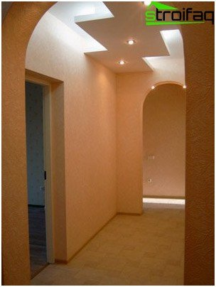 Multilevel ceiling hallway