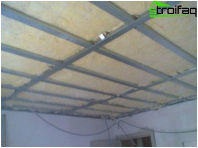 Thermal insulation of mineral wool ceiling