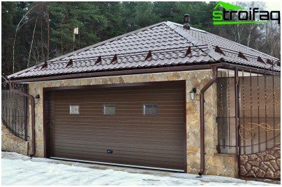 Gable roof garage