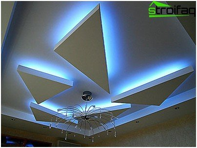The ceiling of plasterboard with lighting: room for imagination