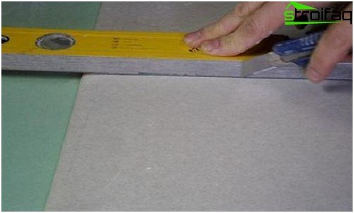 How to cut the sheet of drywall during installation