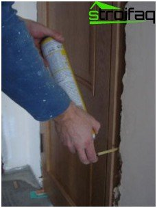 Fixing the door frame with foam