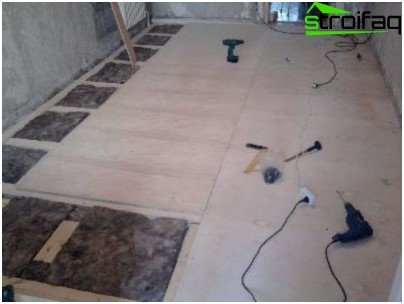 Installation of the wooden floor on joists