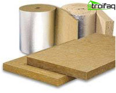 Plates and rolls of mineral wool