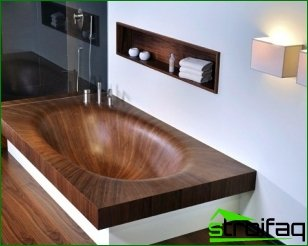 The wooden bath - it's very interesting!