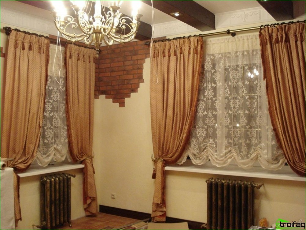 Curtains design and interior features