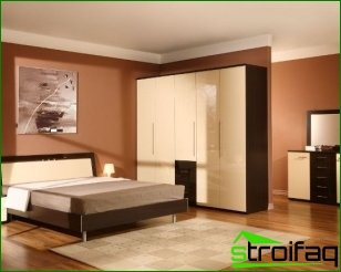 How to arrange the furniture in the room?