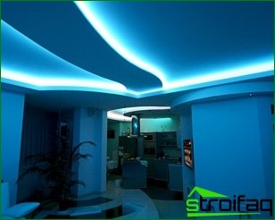 The use of decorative lighting in the interior space