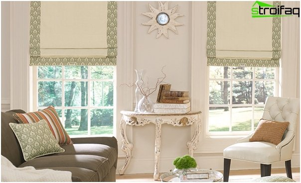 Roman blinds in a colonial style - 2
