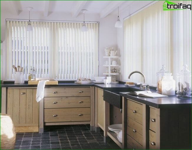 Atmospheric kitchen with wooden kitchen, and very convenient to use the windowsill, countertop
