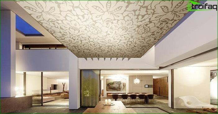 The design of the ceiling in the living room