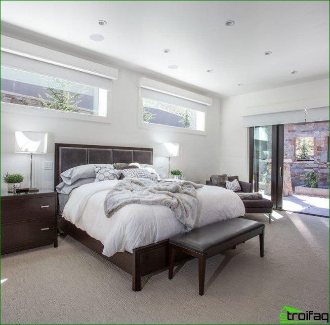 Install the bed headboard to the window may be provided at the construction stage. To do this, you should choose a corner room and the narrow windows set as close as possible to the ceiling
