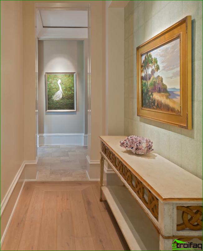 Ytterligare belysning för målningar i korridoren
