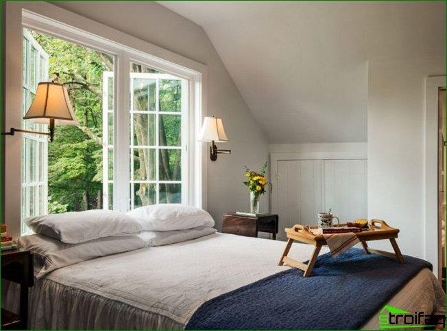 By installing a bed with a low headboard to the window, you can do the usual things barely awake and enjoy the magnificent views from the windows