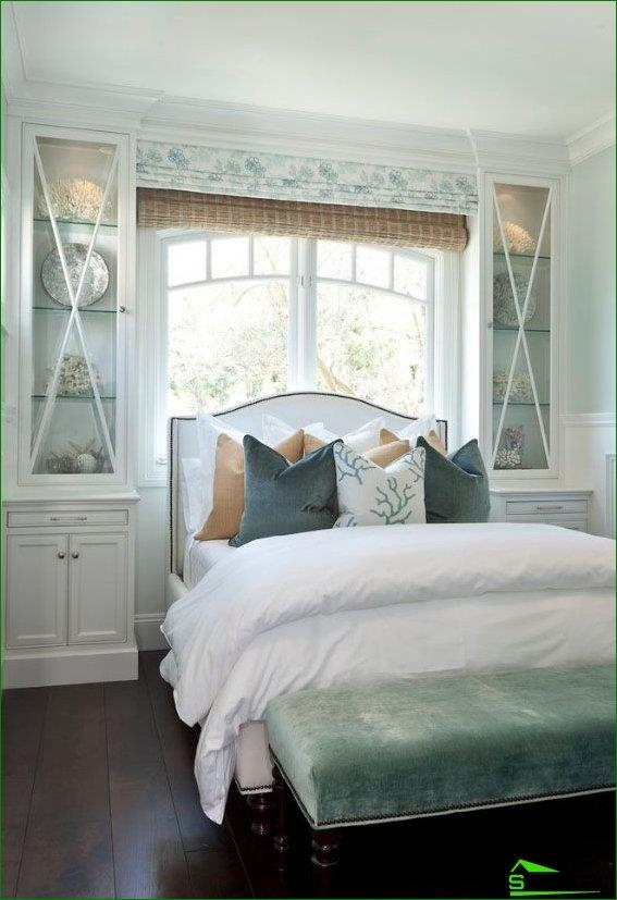 Roman blinds in the bedroom - the best option for those who wish to install a bed headboard to the window
