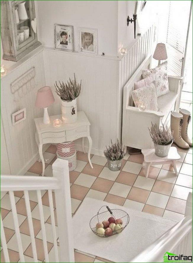 "Ceramic tiles ""checkerboard"" in white and pink flowers in the hallway, ""Provence"""