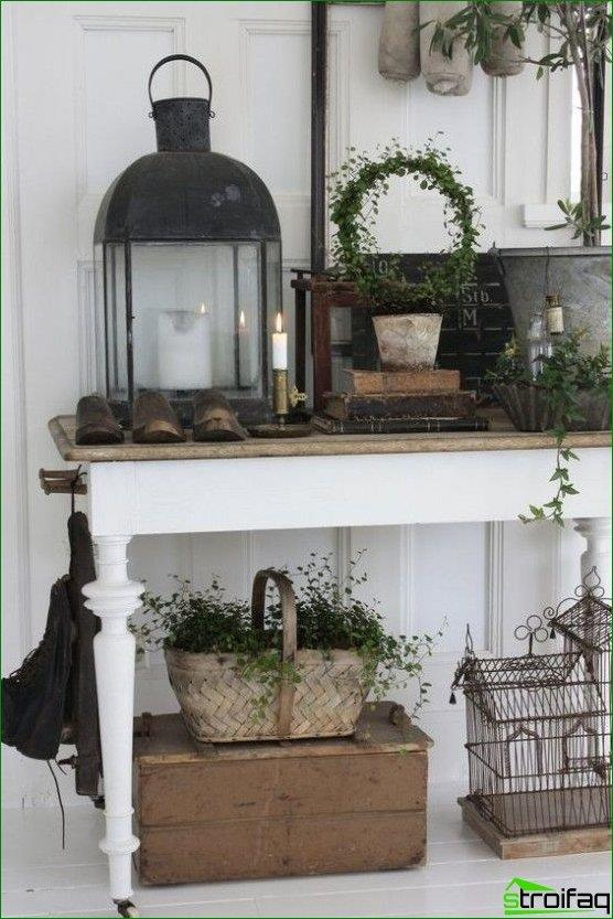 hall in the style of Provence on the console table can stand candle holders, lamps, cells and other rustic decor elements