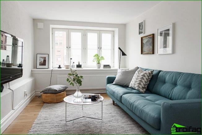 Bright and spacious living room with a small window sill, countertop