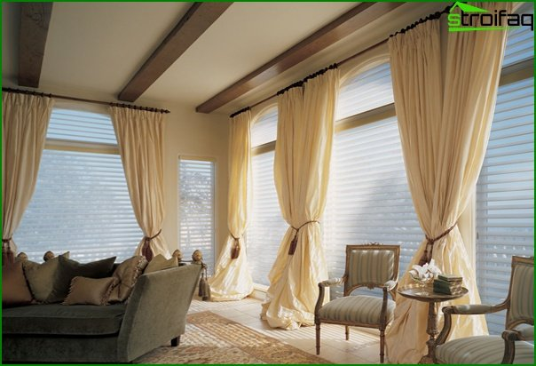 Hvad koster det at få syet gardiner