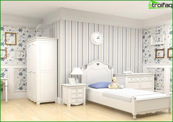 The combination of 2 types of wallpaper in the interior of the bedroom 1